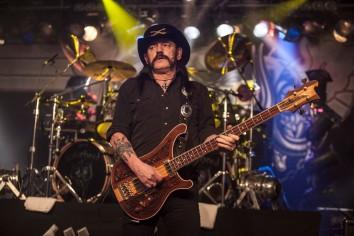 BOURNEMOUTH, ENGLAND - NOVEMBER 15: Lemmy, aka Ian Fraser Kilmister, of Motorhead performs at BIC on November 15, 2012 in Bournemouth, England. (Photo by Rob Ball/WireImage)